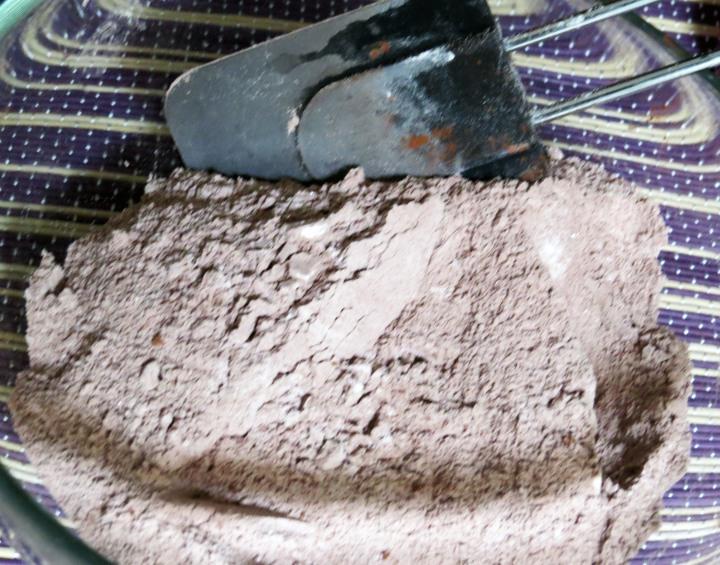 Oreo Poke Cake dry
